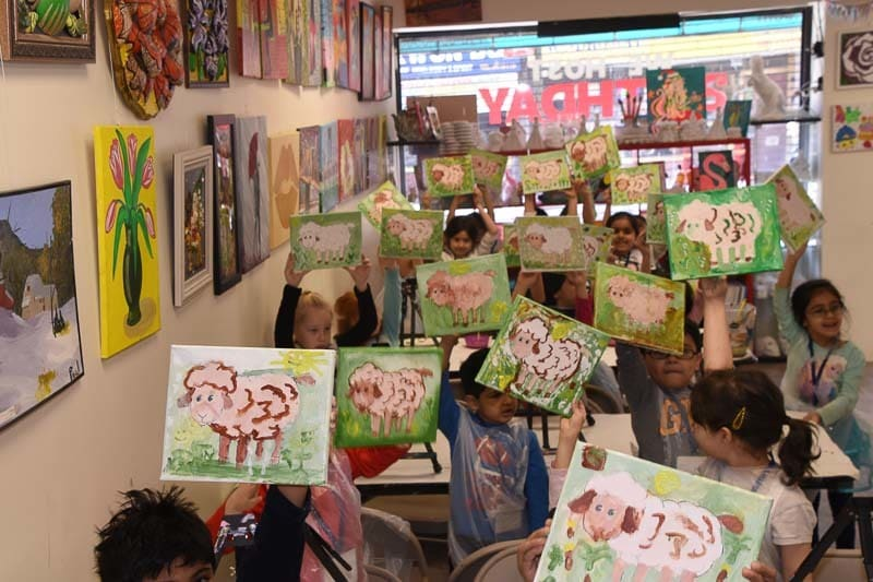 kids paint farm animals during art trip